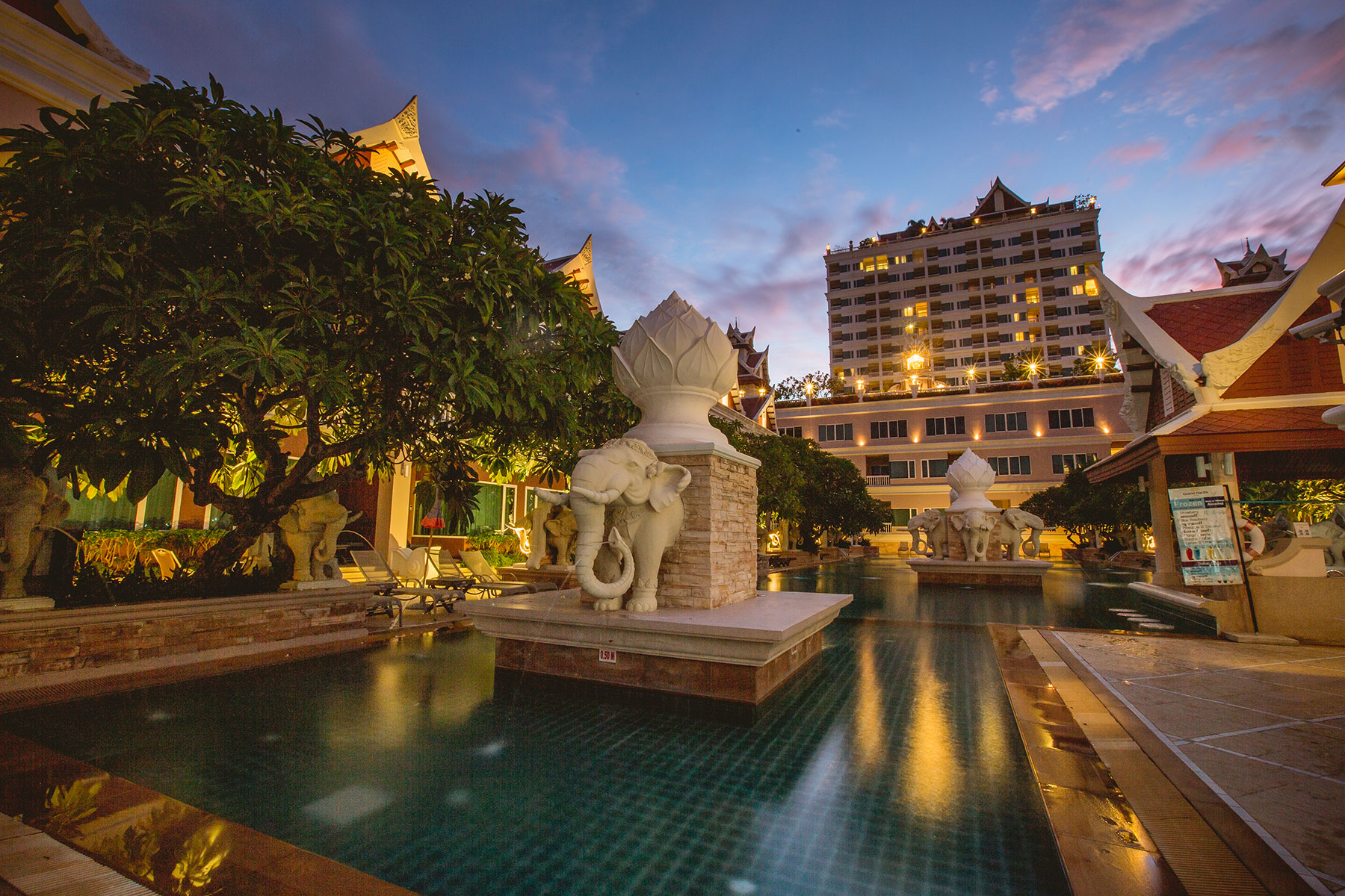 Accommodation, Grand Pacific Sovereign Resort & Spa